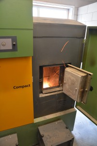Verwarmen met een houtsnippers CV ketel is een manier voor duurzame lokale energieopwekking met hernieuwbare grondstof.Deze blog gaat over de brandstofvoorziening van ketels van enkele tientallen kilowatt tot circa 1 Megawatt. (foto: Willem Quist)